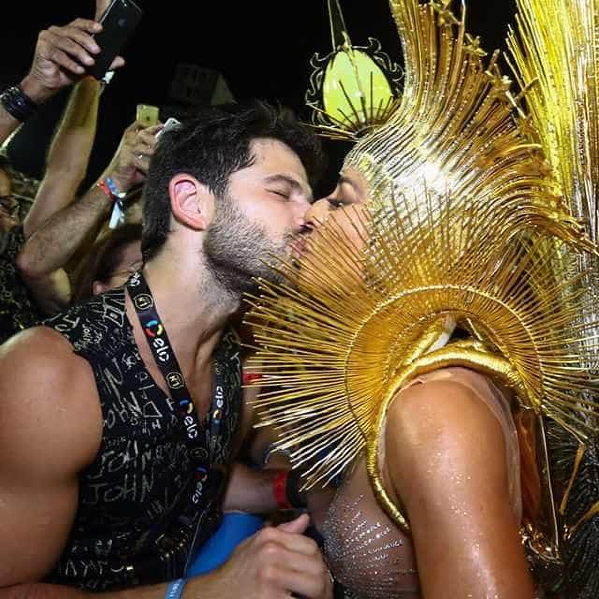 Beijoqueiros: confira os famosos que não esconderam a paixão na Sapucaí