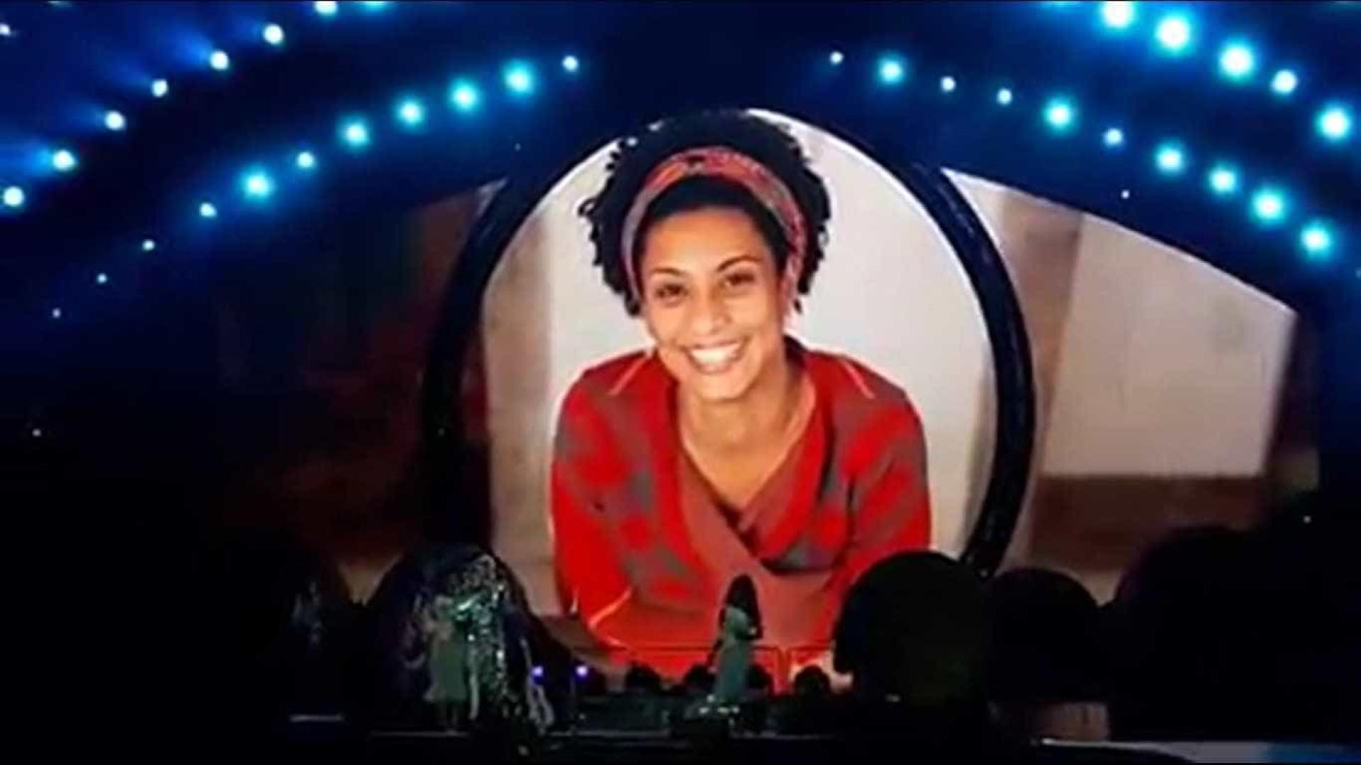 Vídeo: Kate Perry homenageia Marielle durante show no Rio de Janeiro