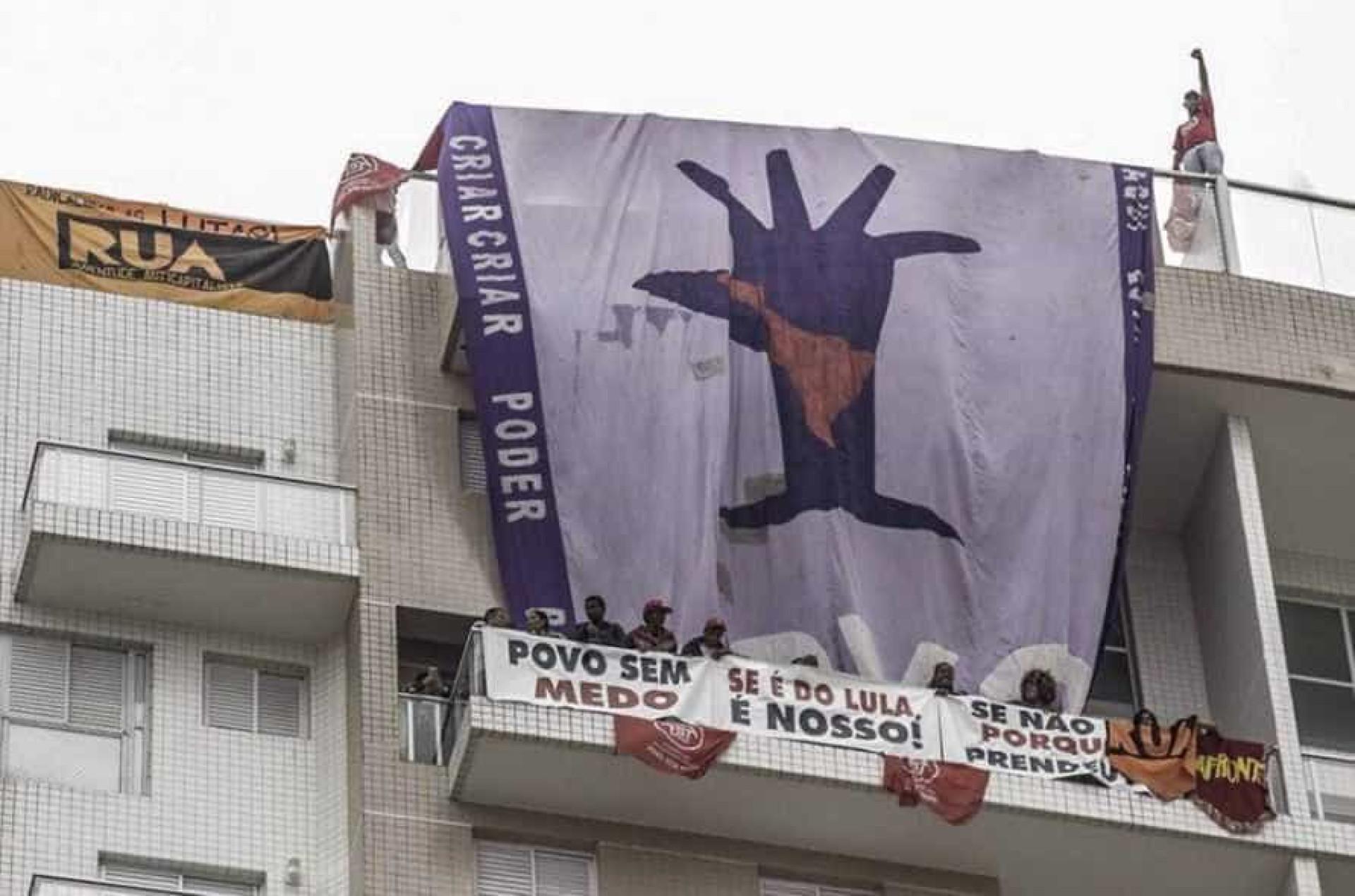Vídeo mostra integrantes do MTST invadindo apartamento atribuído a Lula