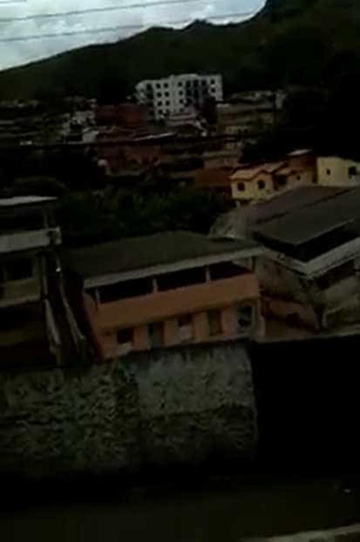 Vídeo: prédio de dois andares desaba em Belo Horizonte