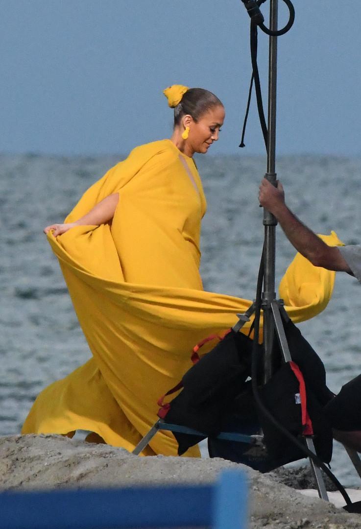 Traídos pela roupa? Looks que deixaram os famosos numa saia-justa!