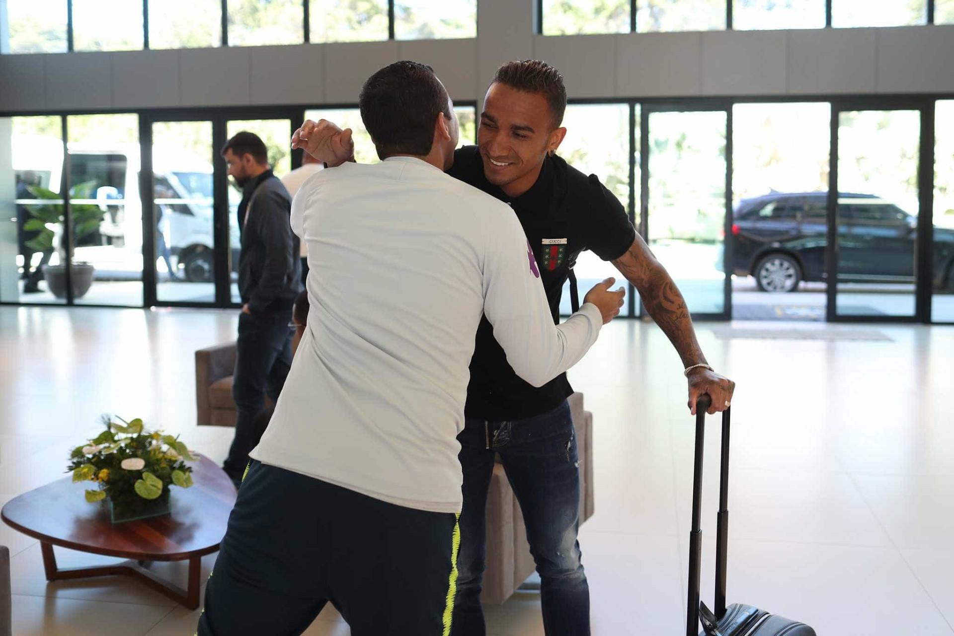 Jogadores chegam na Granja Comary para preparação da seleção