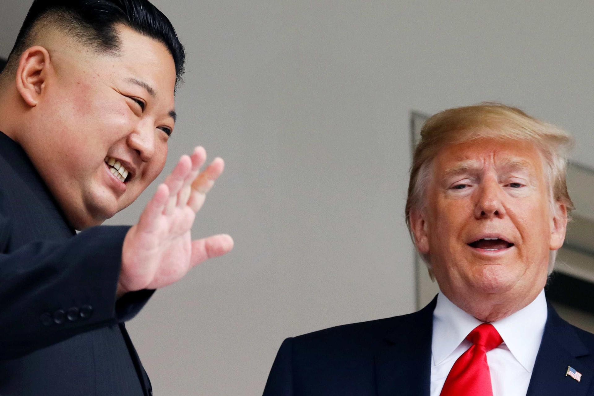 Histórico: Kim e Trump se reúnem pela primeira vez; veja as fotos