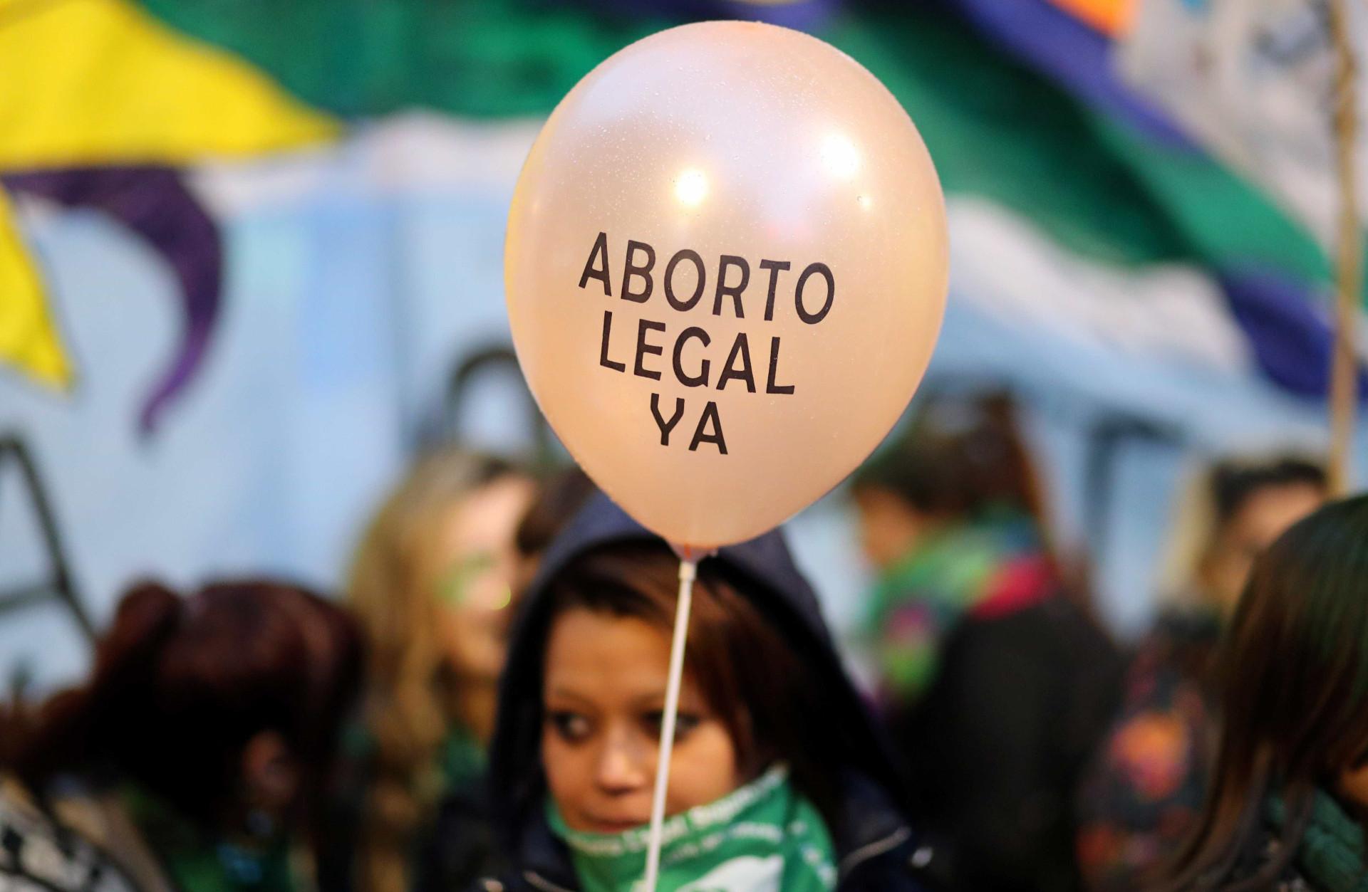 Câmara argentina aprova lei para legalizar aborto