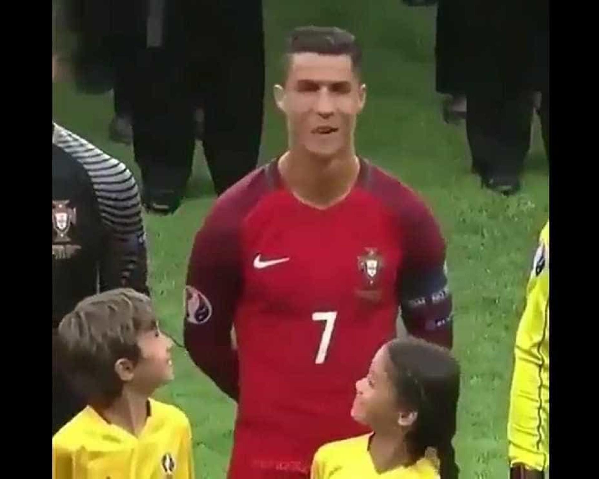 Crianças têm reação hilária ao encontrar com Cristiano Ronaldo