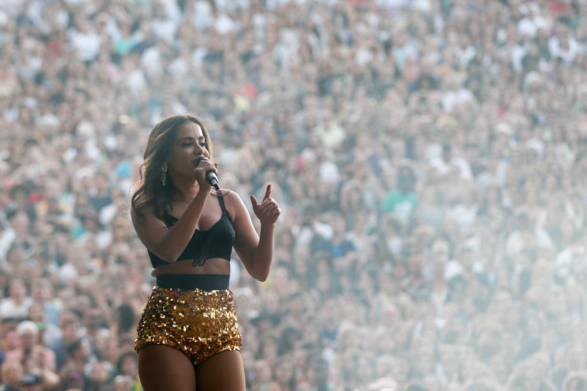 Anitta faz Lisboa se render ao funk e avisa: 'Foi difícil chegar aqui'