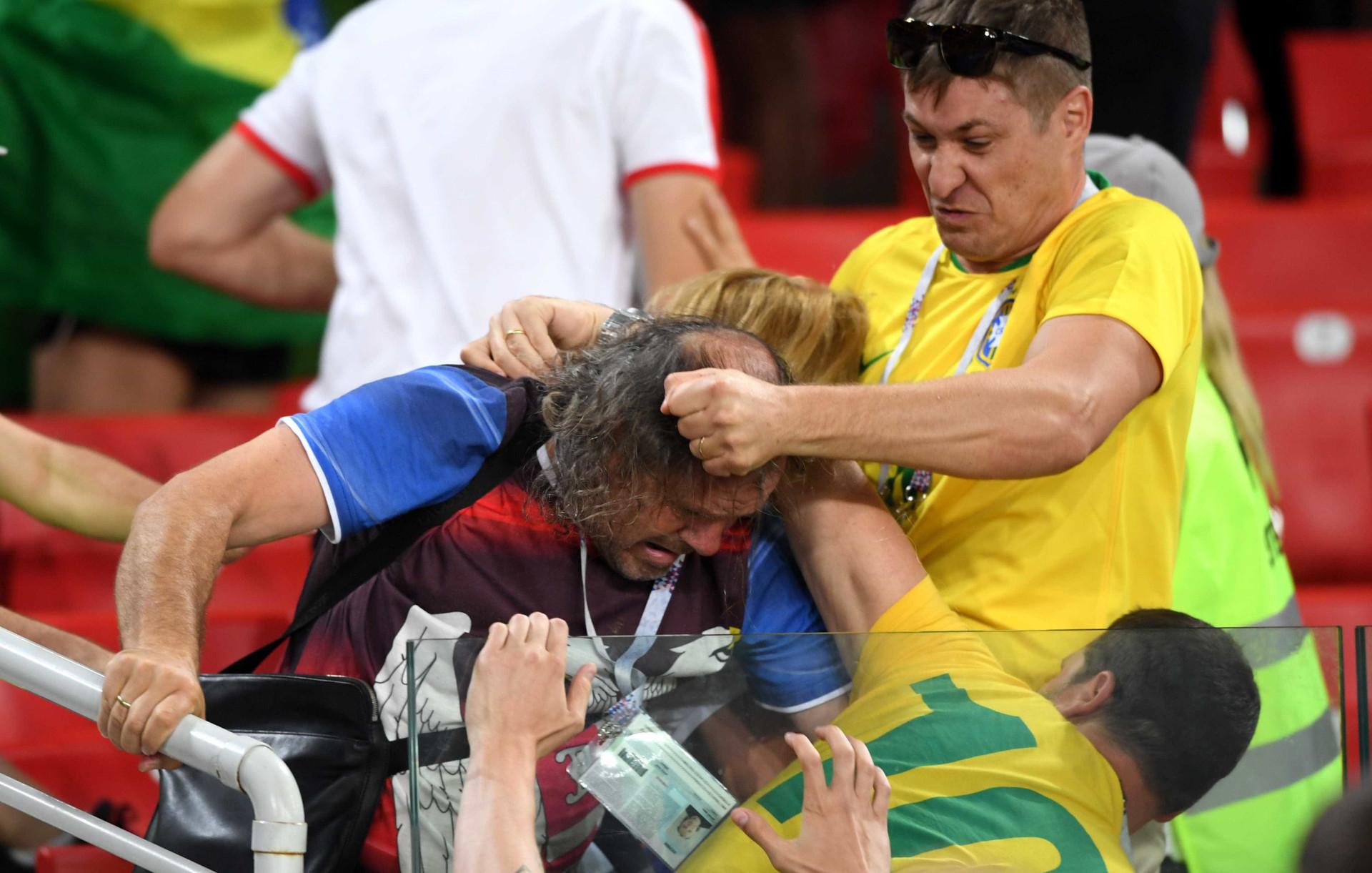 Brasileiros e sérvios brigam nas arquibancadas após jogo; fotos!