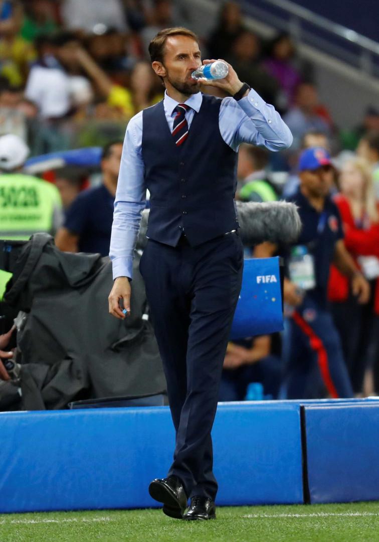 Adepto do colete, técnico da Inglaterra vira ícone fashion