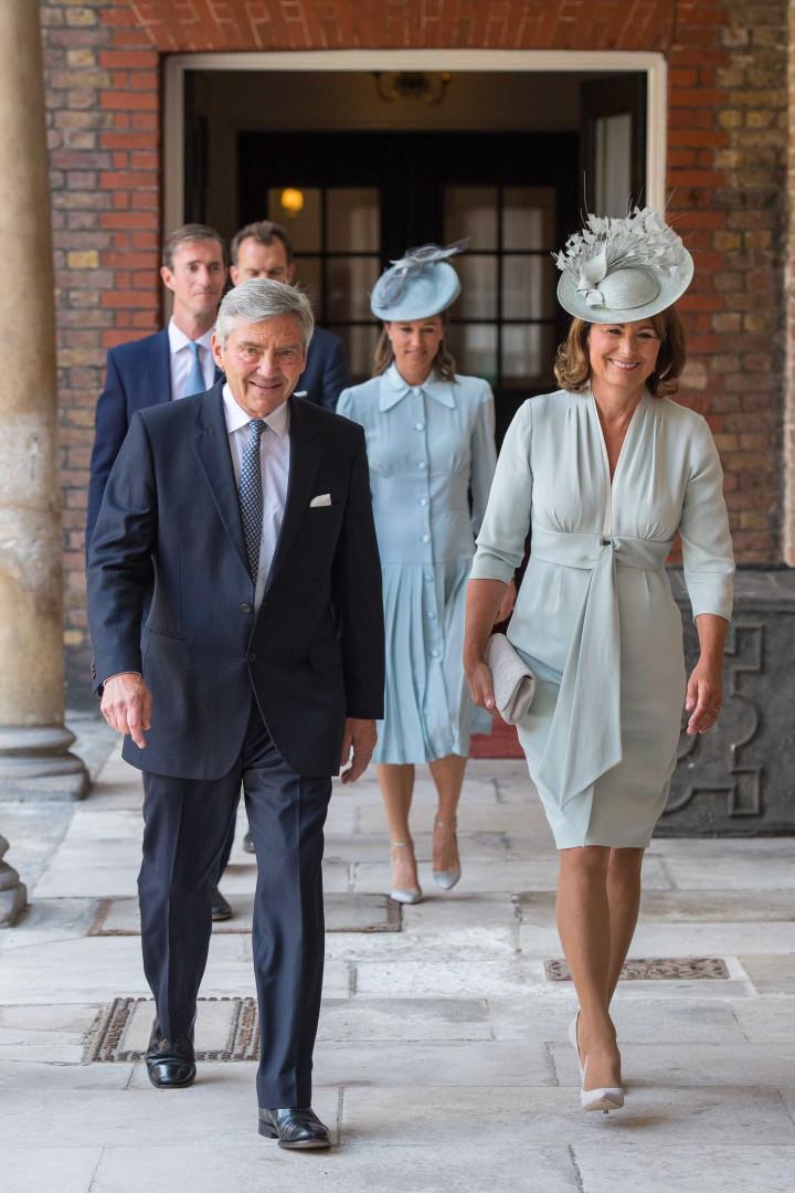 Príncipe Louis, filho de William e Kate, é batizado em Londres