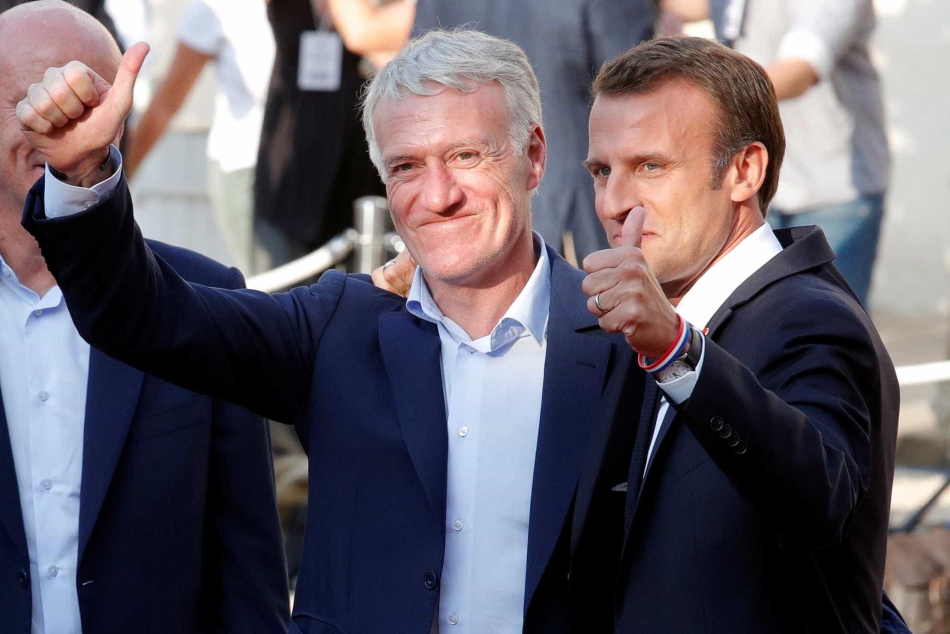 Seleção francesa é recebida com tapete vermelho na chegada a Paris