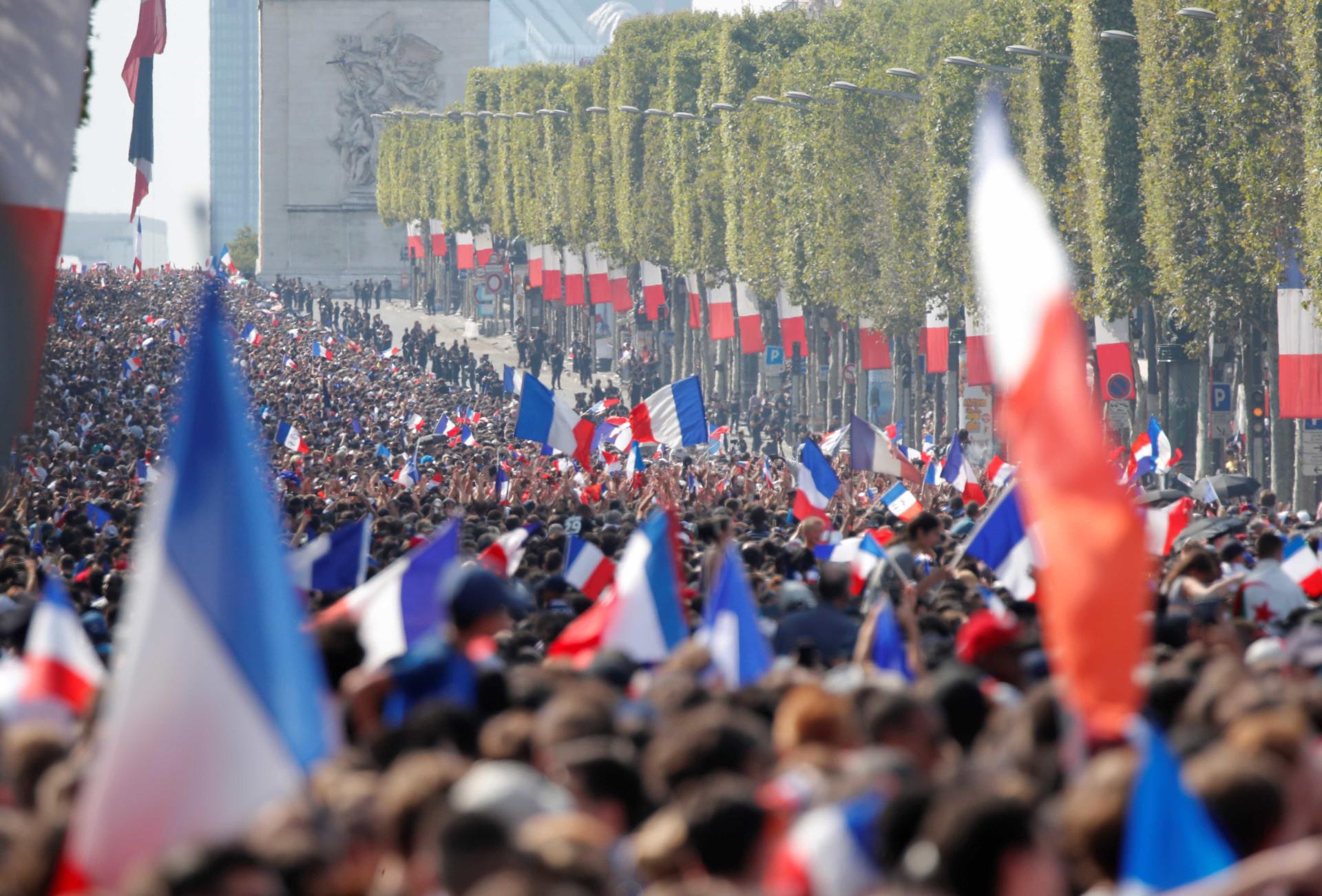 Confira como foi festa dos bicampeões do mundo em Paris; fotos!