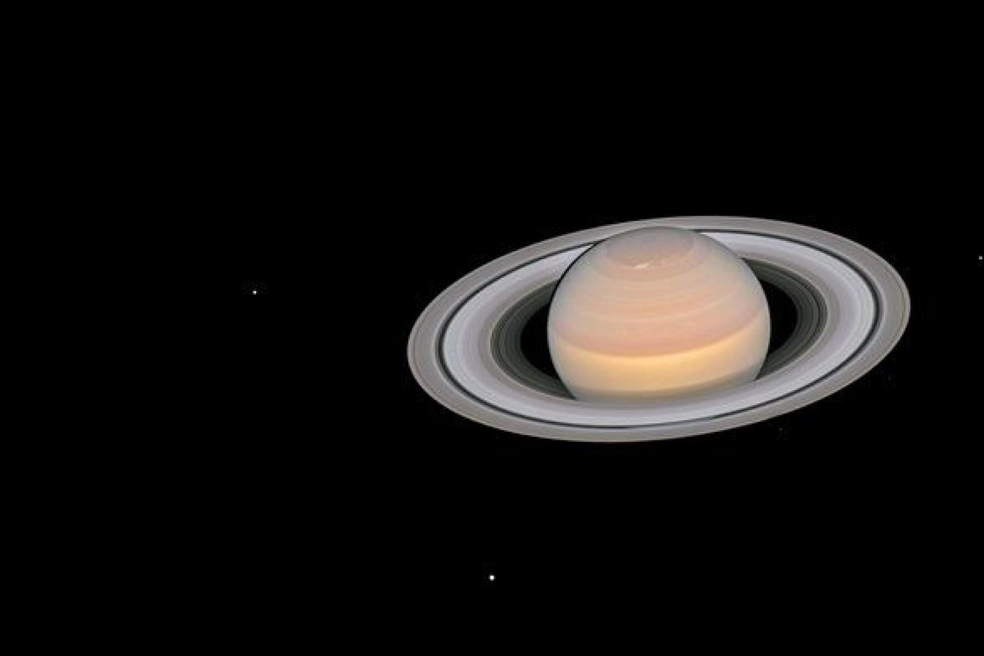 Fotografia de Saturno mostra lado intrigante do planeta