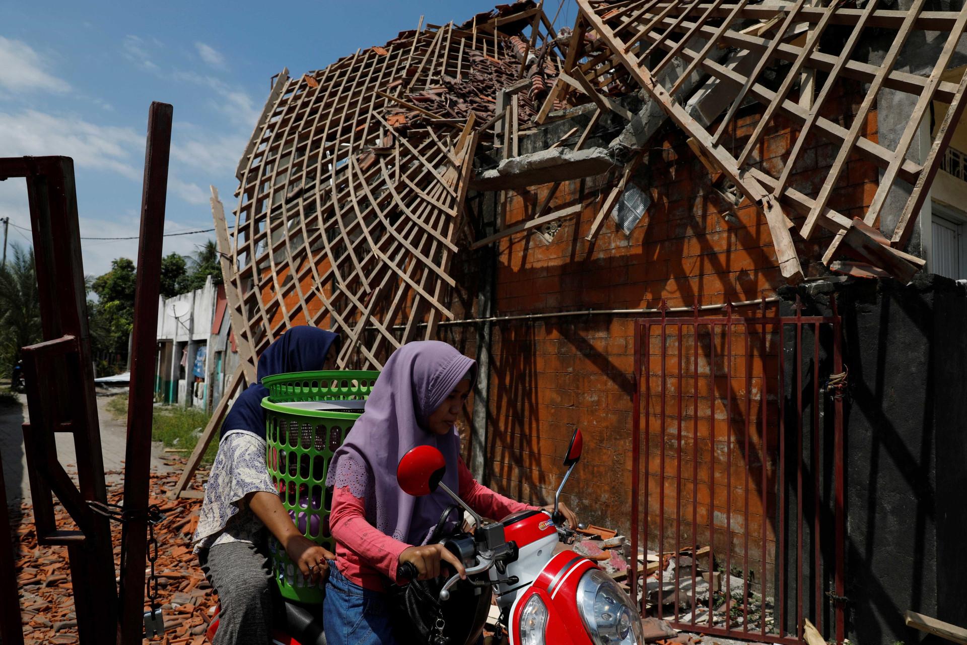 Número de mortos do terremoto na Indonésia aumenta para 387