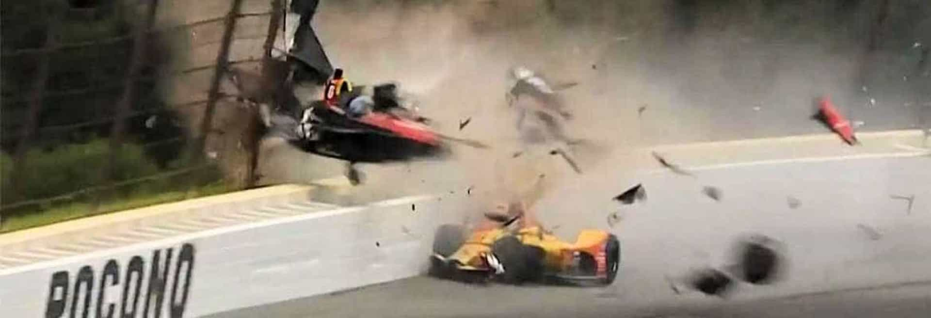 Grave acidente destrói carro e deixa piloto hospitalizado; vídeo