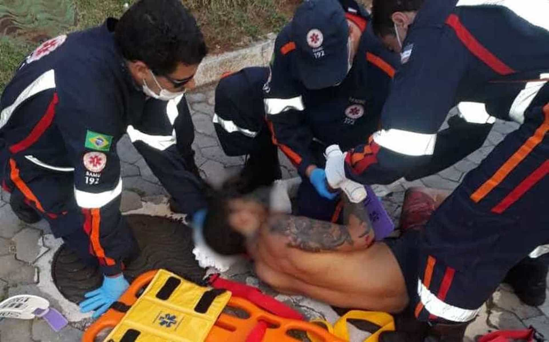 Homem espanca mulher, pula de prédio para fugir da polícia e é preso