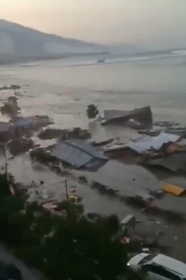 Imagens mostram devastação deixada por tsunami na Indonésia