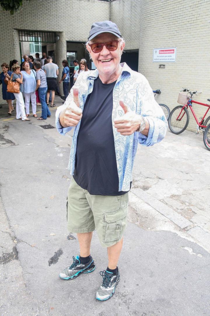 Famosos votam no Rio e em São Paulo; confira fotos