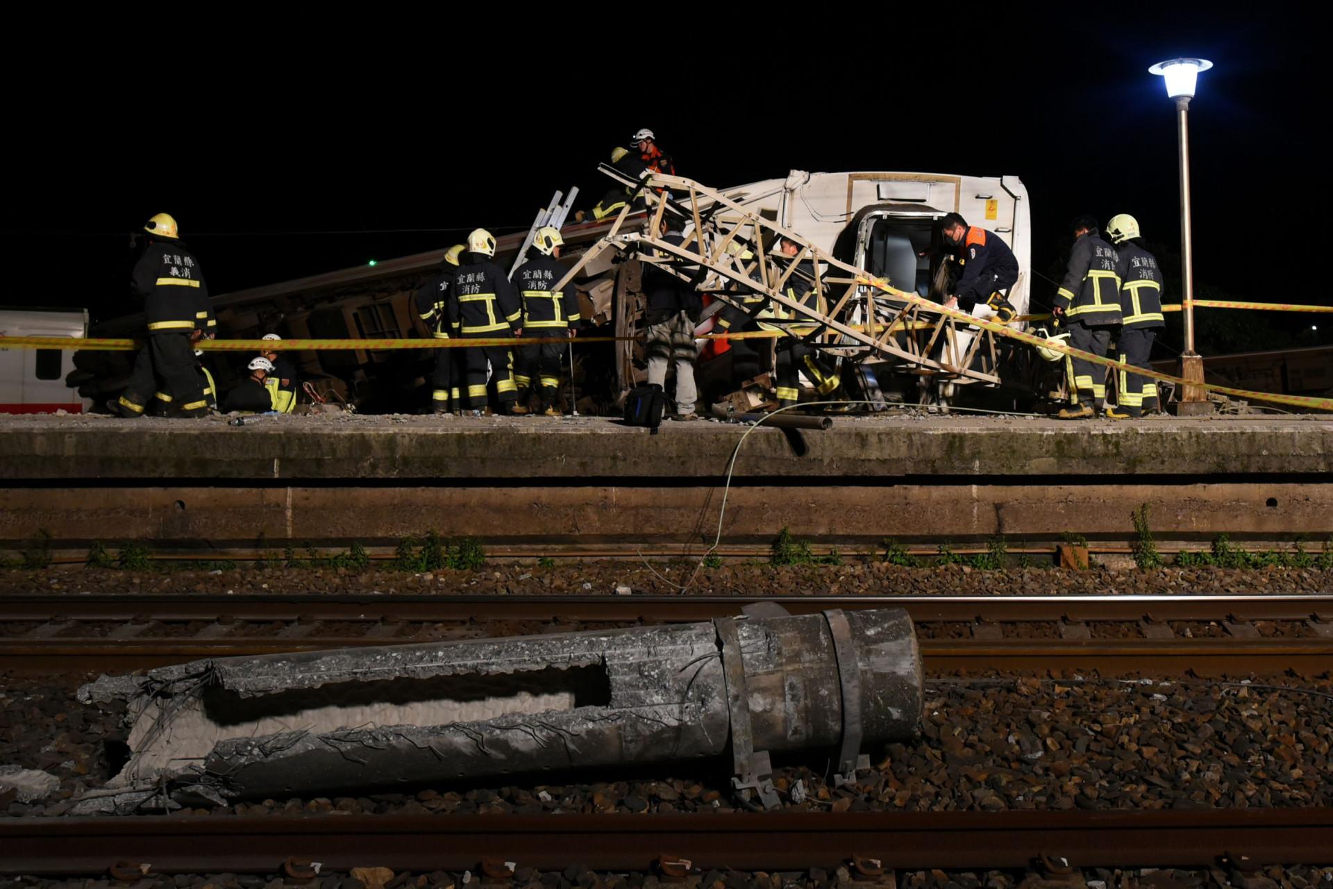 Nº de mortos em descarrilhamento de trem em Taiwan sobe para 22