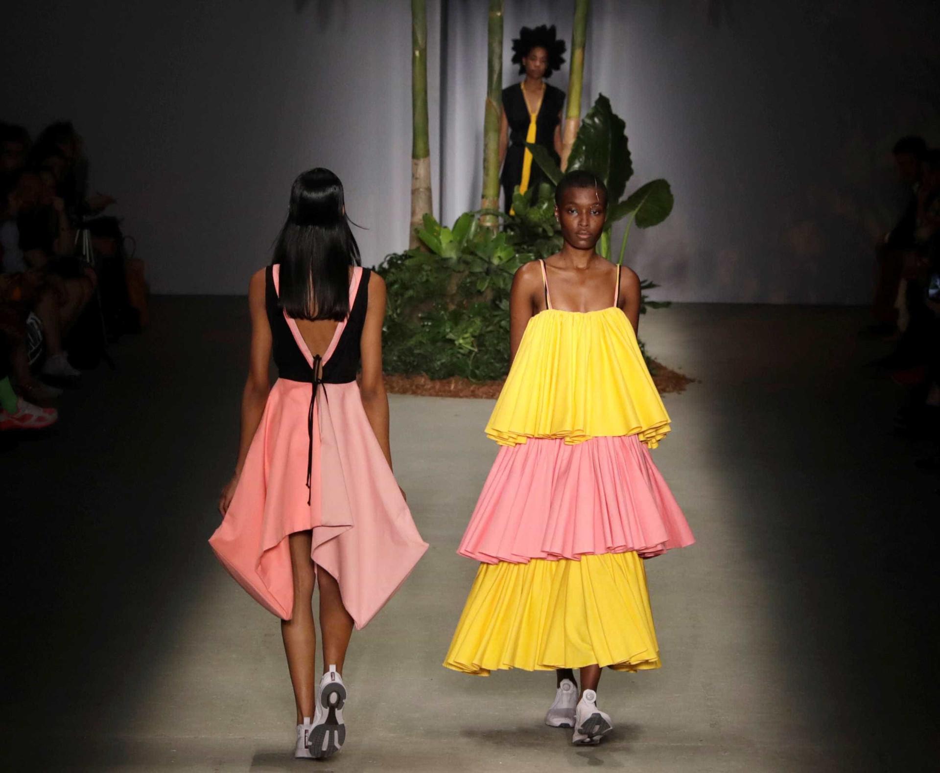 De neon a franjas: 10 tendências para 2019 mostradas na SP Fashion Week