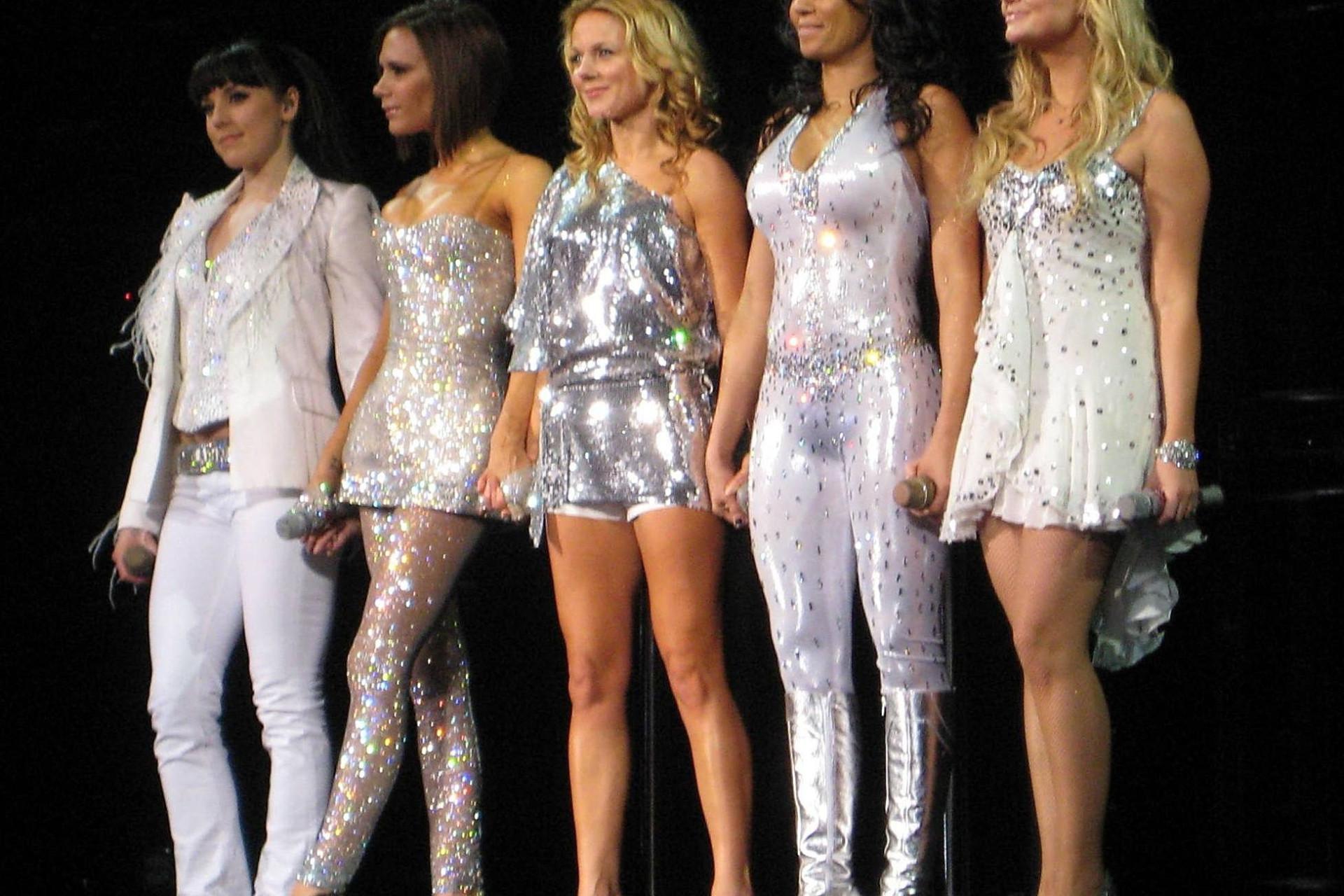 Ícone fashion: os looks memoráveis das Spice Girls