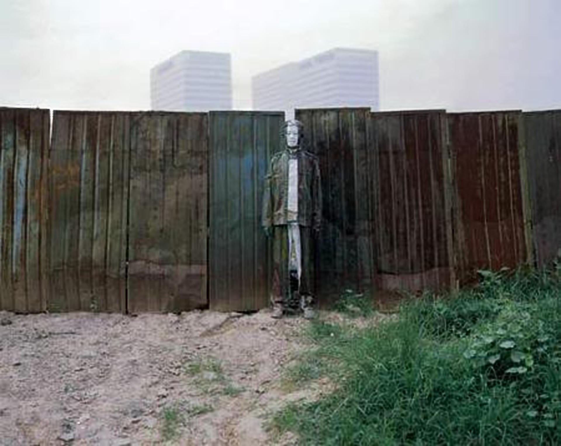 Homem Invisível: conheça o artista que 'desaparece' na própria arte