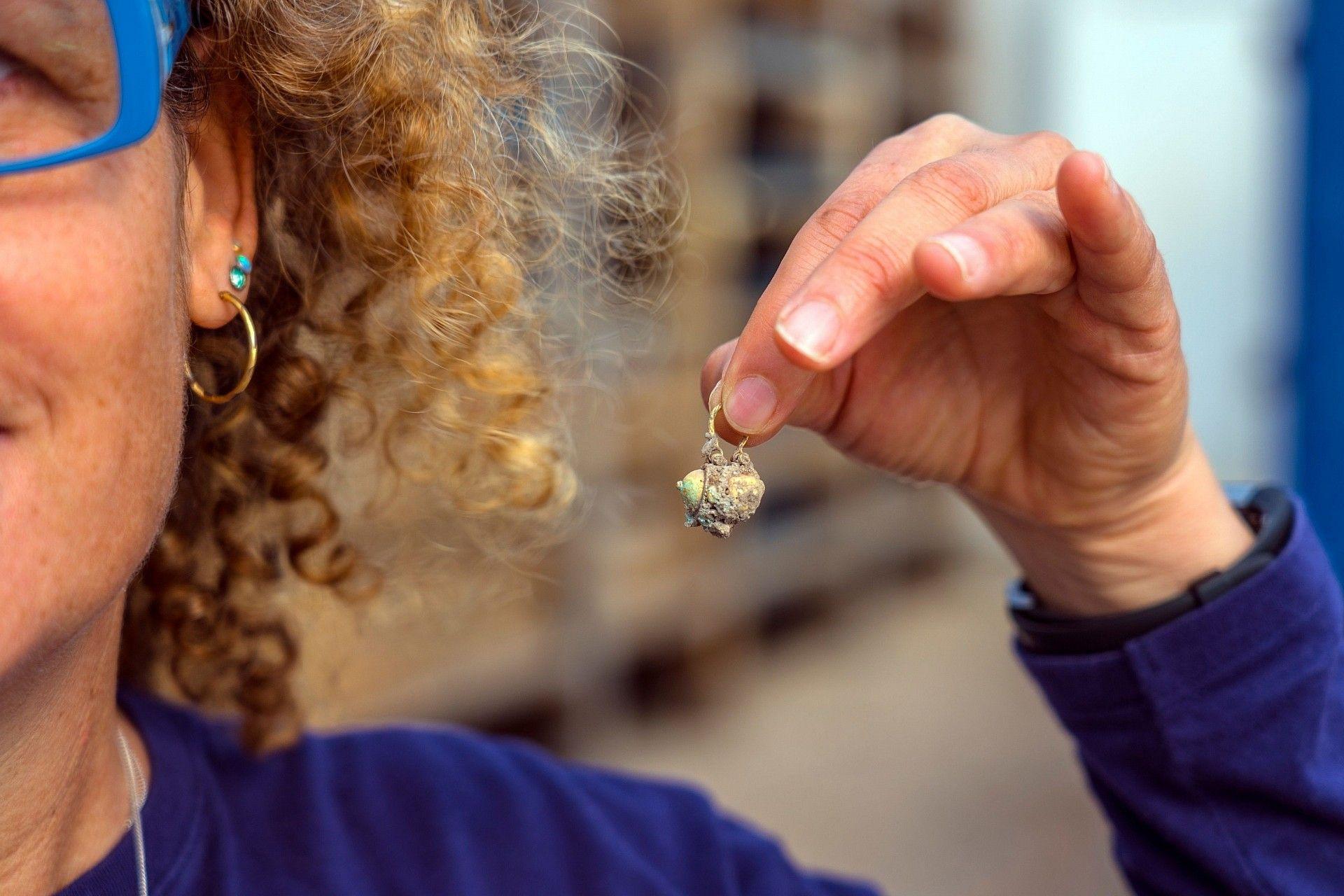 Moedas de ouro raras e brinco com 900 anos encontrados em Israel