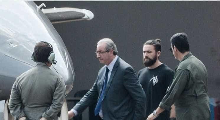 Conheça o policial bonitão que prendeu Eduardo Cunha e agitou Web -