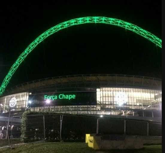 Estádio de Wembley, em Londres, presta homenagem à Chapecoense
