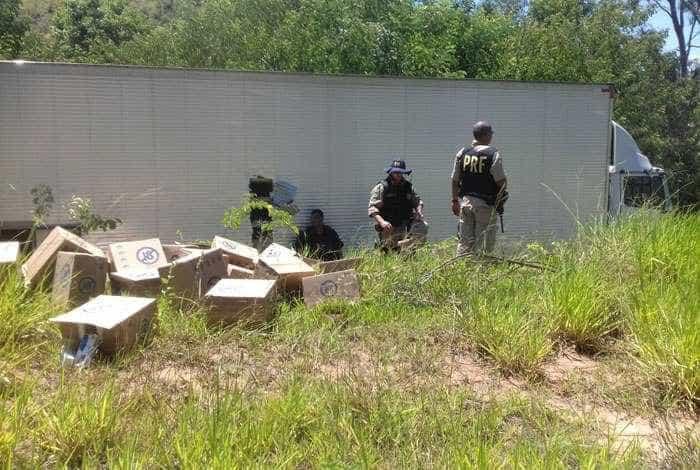 Bando armado assalta carga de cigarros e atira em helicóptero da PRF