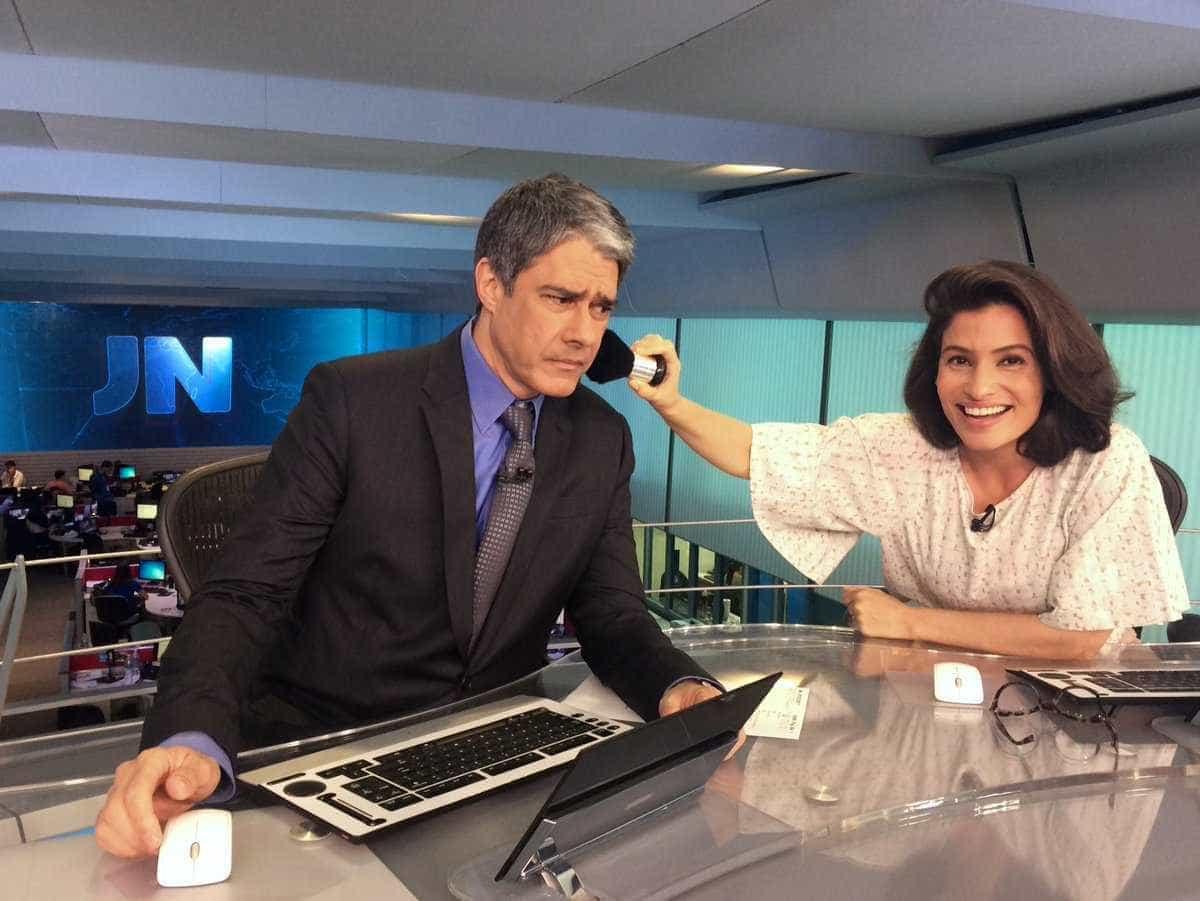 Renata Vasconcellos surge na web em foto inusitada com Bonner no 'JN'
