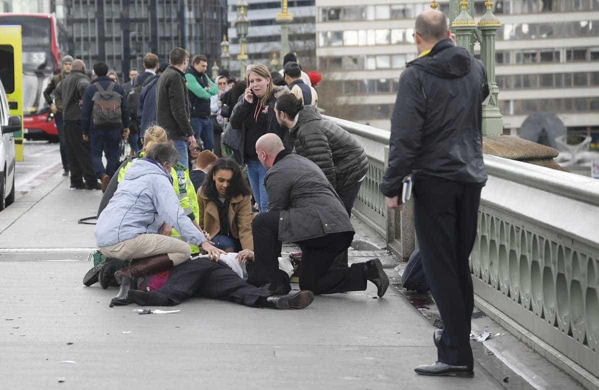 Tiroteio no Parlamento britânico deixa ao menos um morto; veja fotos -