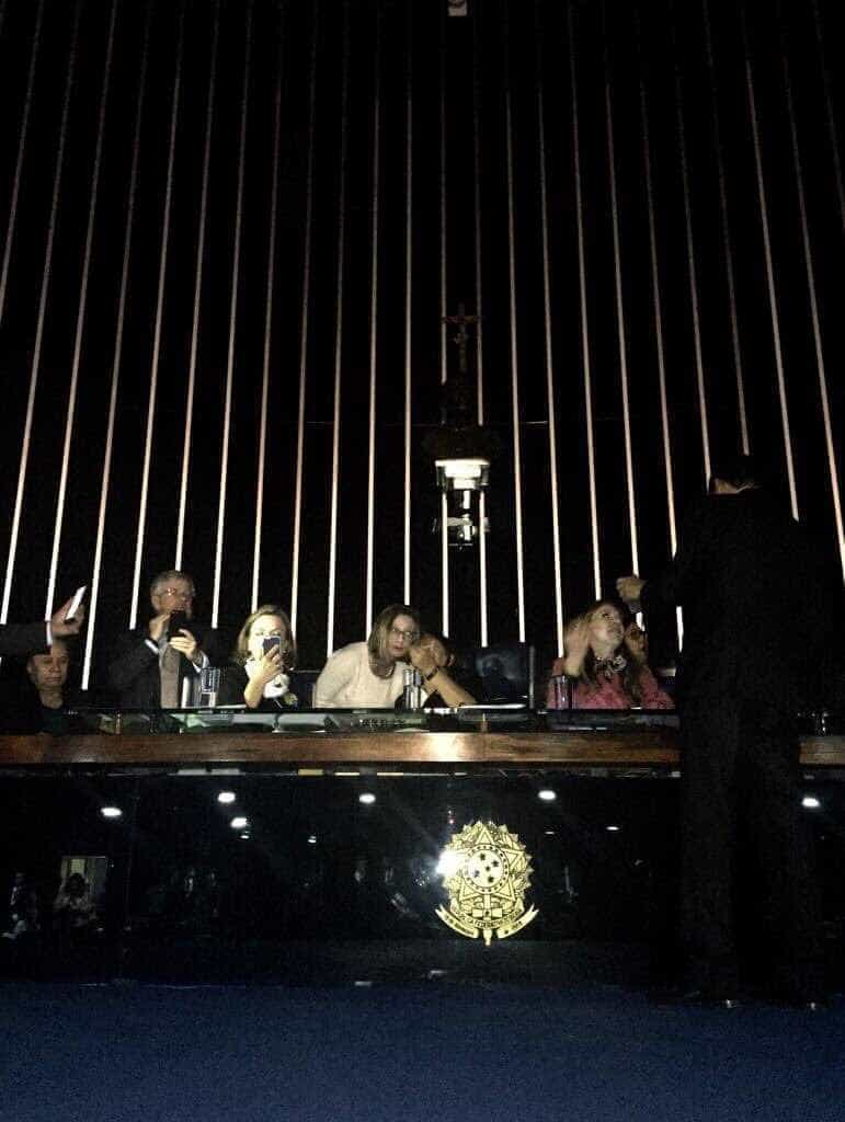 Eunício apaga luzes do Senado e adia sessão da reforma trabalhista