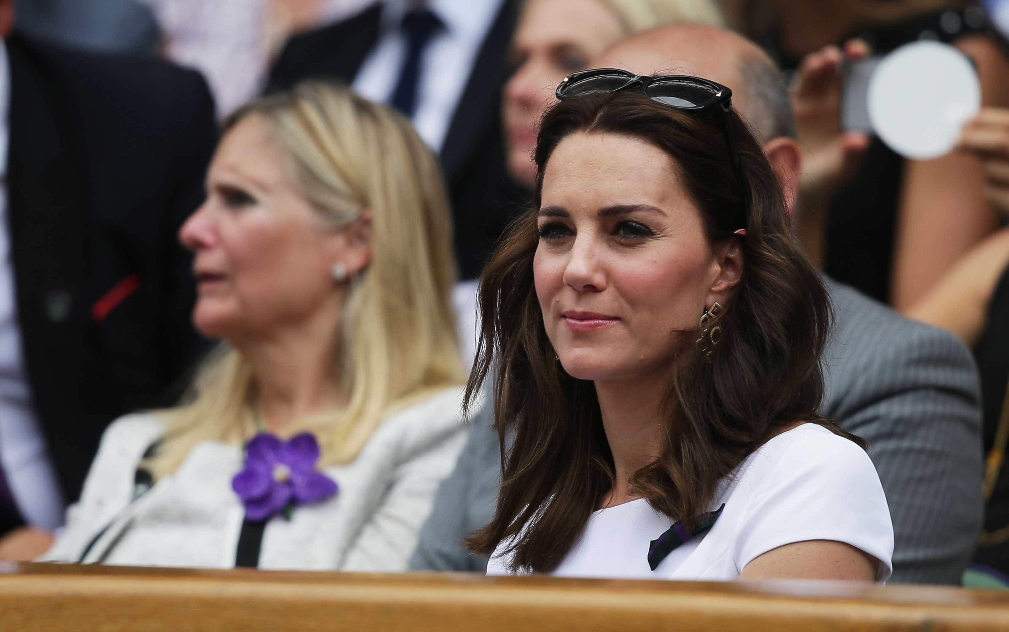 Kate Middleton arrasa com look simples mas elegante na final de Wimbled